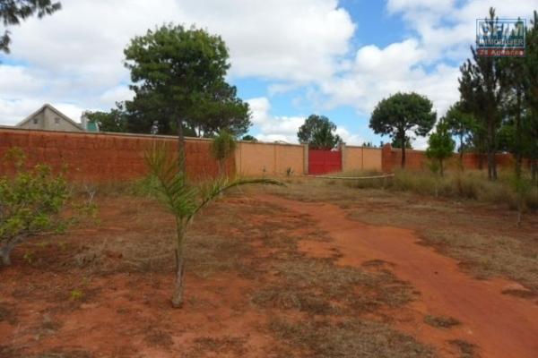 A vendre magnifique terrain plat avec vue à Ambohijanaka.