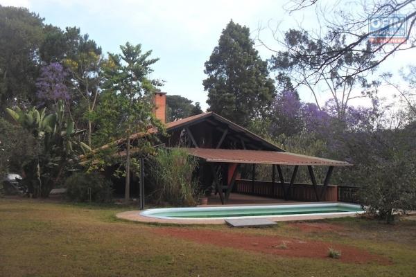 A louer une villa basse F5 neuve , en cours de finition, bâtie sur un terrain de 1500m2, accès facile, située à Maibahoaka Ivato