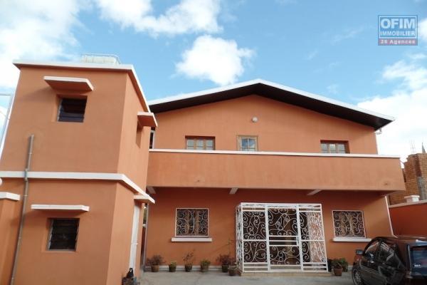 A louer 2 appartements T4 dans une villa neuve située à Andranoro Ambohibao