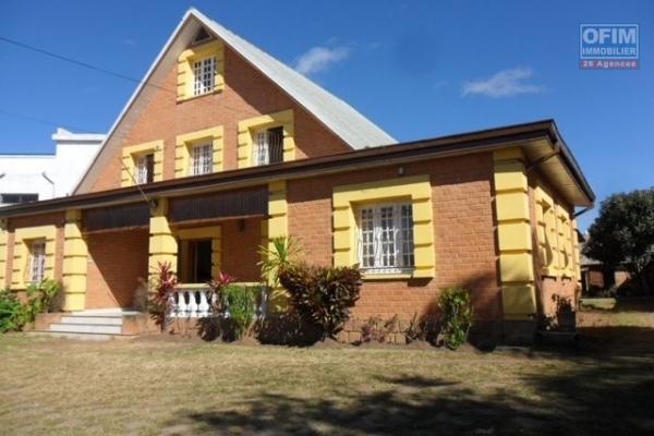 A louer une belle villa à étage F4 dans une résidence à Tanjombato