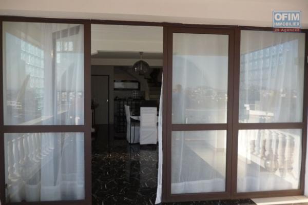 A vendre appartement T3 fort voyron tananarive avec piscine sécurisé 24 h / 7j