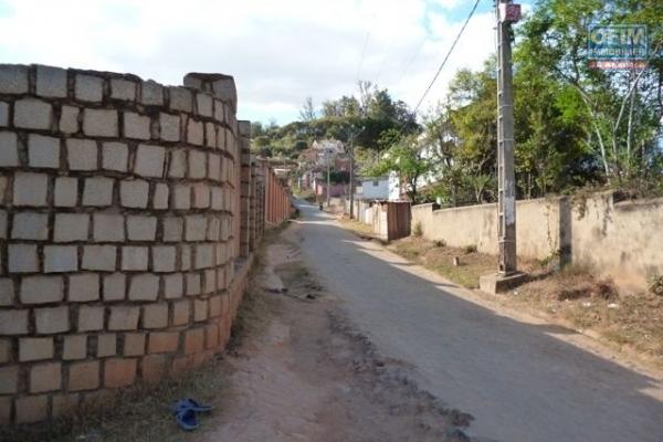 A vendre très beau terrain clôturé de 600 m2 à Ambohidratrimo-Antananarivo