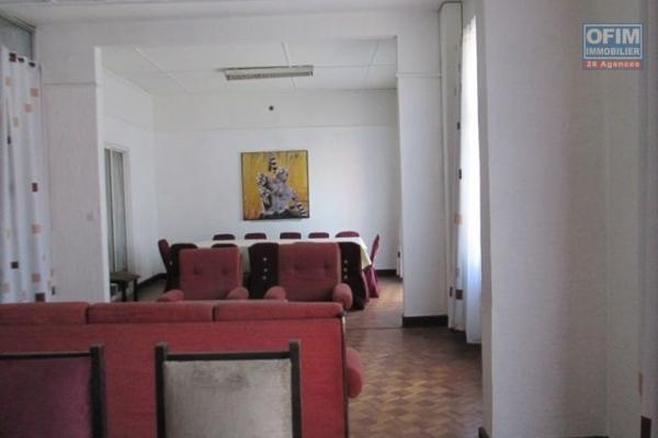 A louer, un local de 45 m2, bord de route principale à Antaninarenina - Antananarivo