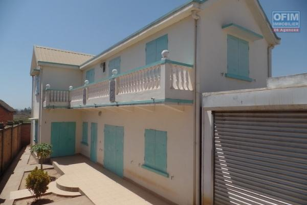 A louer une modeste villa de type F6 dans une résidence à Ambohinambo Talatamaty