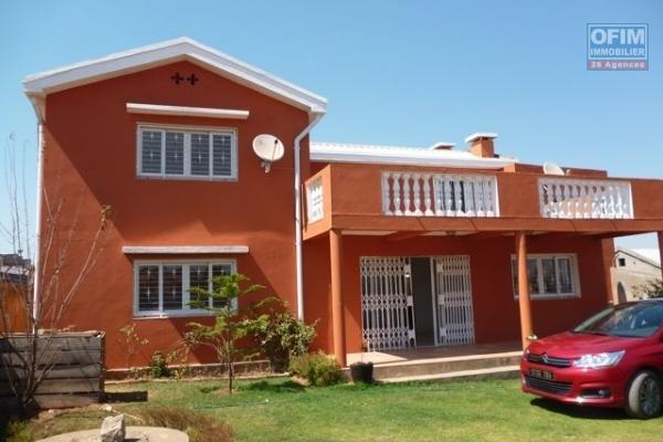 OFIM met à la vente une maison traditionnelle bien entretenue en plein centre d'Ambatonakanga.