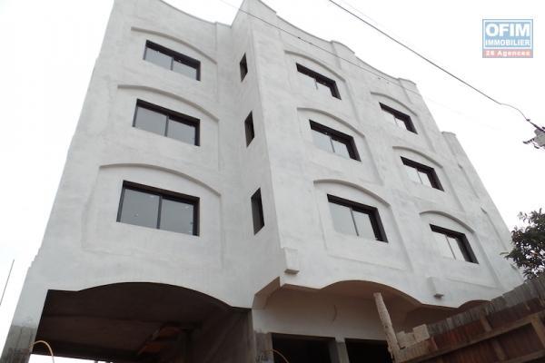A louer un immeuble neuf R+3  disposant 18 pièces pour usage professionnel au bord de route à 5 minutes de la centre ville
