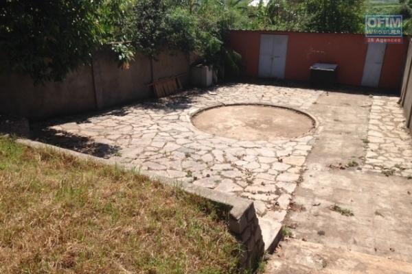 A vendre terrain d'environ 280 m2 + maison T3 Itaosy cité des assureurs