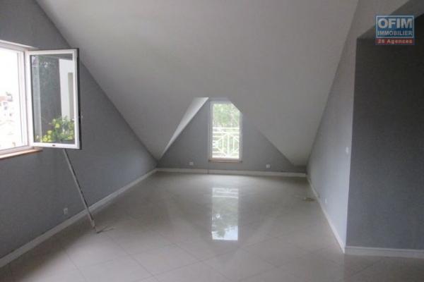 A louer un appartement T4 semi meublé à Mahatony