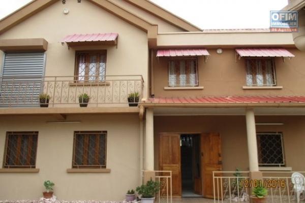 A louer une villa F5 avec jardin dans une résidence à soavina Tanjombato Antananarivo
