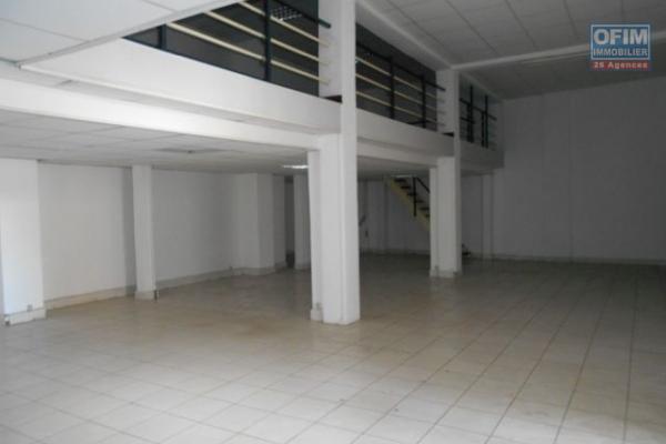 A louer, deux locaux professionnels d'une superficie de 110 m2 chacun en plein centre ville, Tsaralalana- Antananarivo