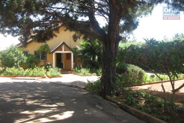 A louer une maison neuve F8 R+3 semi meublée avec vue à Ambatobe Antananarivo
