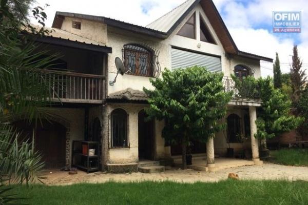 A vndre, une villa traditionnelle en plein centre ville à Mahamasina Sud- Antananarivo